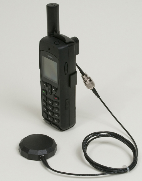 Iridium 9555 with Antenna Adapter and connected antenna